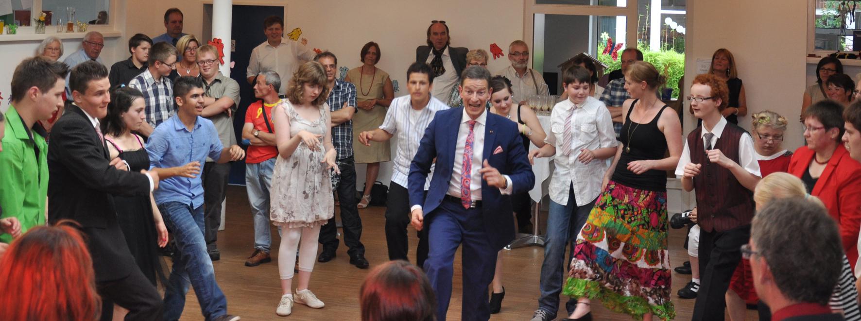 Susanne-Raming-Schule in Bad Laer feiert Abschlussball mit Michael Hull