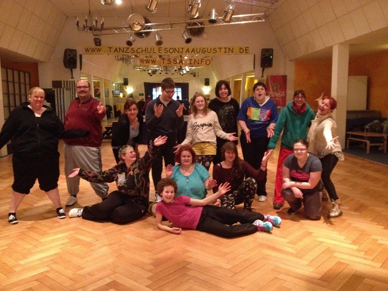 Gruppenbild Darsteller Tanzschule Sonja Augustin